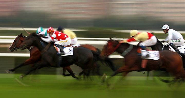 horse race with blur effect
